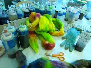 Fiber dye clutter